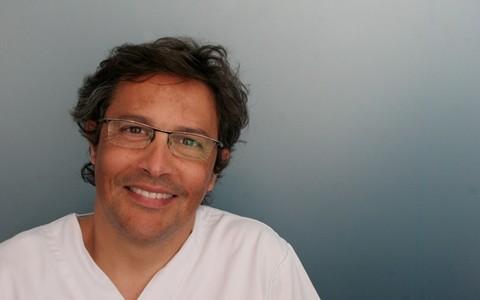 Dr. Eduardo González
